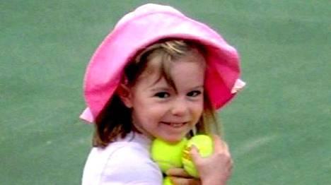 Yksi viimeisistä Madeleine McCannista otetuista kuvista. Tyttö katosi 3. toukokuuta 2007 Portugalissa.