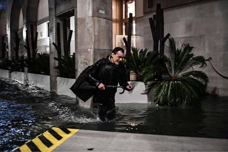 """Tulva on noussut korkealle """"Alta Aquaksi"""" kutsutun nousuveden aikana."""
