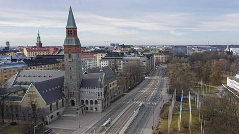 Mannerheimintie Helsingissä 24. maaliskuuta klo 16.30: tilaa riitti.