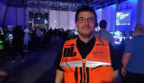"""Georg """"Keke"""" Ahti, 44, on kolmatta kertaa Assembly-organisaation järjestämässä tapahtumassa järjestyksenvalvojana."""