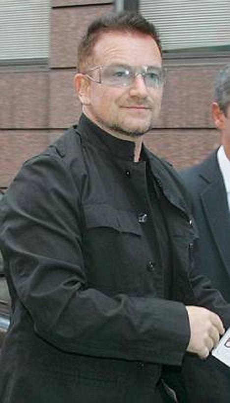 U2:n laulajasta Bonosta tulee maailman kenties kuuluisimpien kaksosvauvojen kummisetä.