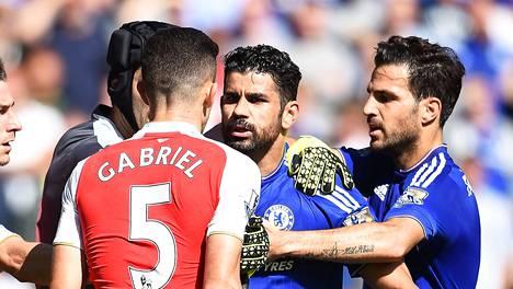 Diego Costa nahisteli Gabrielin kanssa, joka ajettiin myöhemmin ulos.