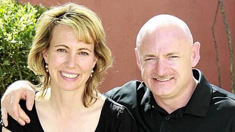 Gabrielle Giffords on ollut naimisissa Mark Kellyn kanssa kolme vuotta.