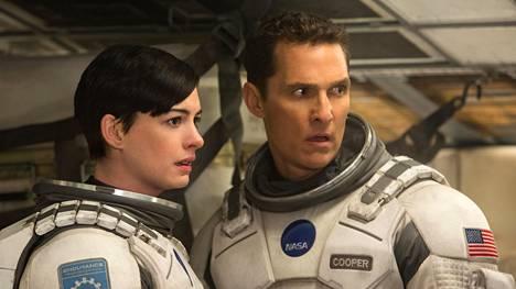 Anne Hathaway ja Matthew McConaughey tähdittävät megalomaanista avaruusseikkailua Interstellar.