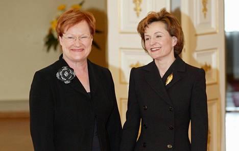 Tasavallan presidentti Tarja Halonen nimitti Anneli Jäätteenmäen pääministeriksi huhtikuussa 2003.