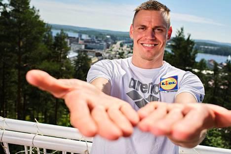 Ennen Tokioon lähtöä Ari-Pekka Liukkonen esitteli Urheilulehdelle iloisena valtavia käsiään, joilla ajatteli kauhovansa paikan jopa olympiafinaaliin.