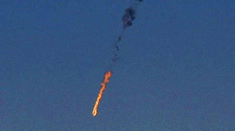 Syyrialaiskone putosi liekehtivänä tulipallona alas lähelle Quneitraa.