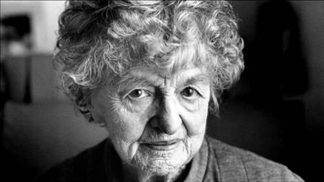 Pamela Lyndon Travers nappasi kirjailijanimensä isältään.