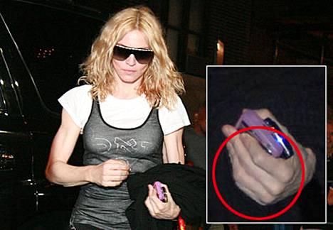 Madonna saapui New Yorkin ilman vihkisormusta ja Guyta.