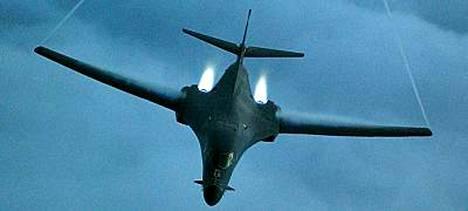B-1 Bomber -kone, jollaisia USA:n joukot käyttävät Afganistanissa. Kuva vuodelta 2001.