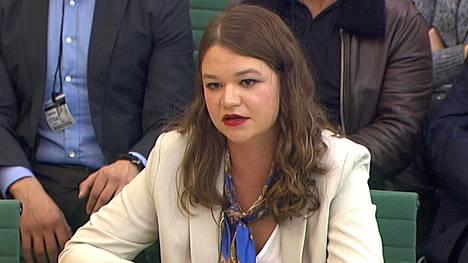 Entinen Cambridge Analytican ohjelmajohtaja Brittany Kaiser todisti eilen Britannian parlamentin tutkintakomitealle yhtiön tiedonkeruumenetelmistä.
