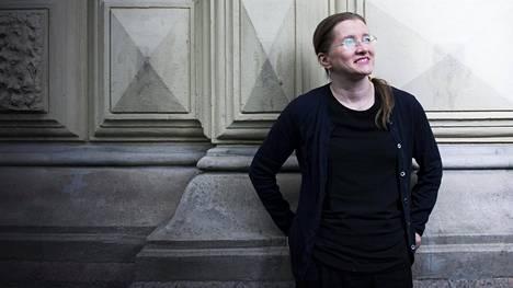 – Uskon, että kenestä tahansa voi tulla yksinäinen, sanoo kirjailija Laura Honkasalo.