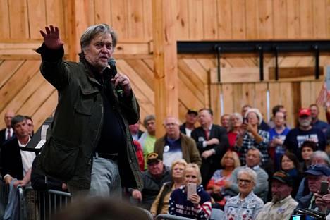 Valkoisen talon entinen päästrategi Steve Bannon nousi maanantaina lavalla tukemaan kohuehdokas Roy Moorea.