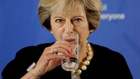 Britannian pääministeri Theresa May on kovan paikan edessä, kun maa pitäisi luotsata irti EU:sta.