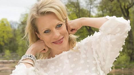 Laulaja Laura Voutilainen haluaisi jo päästä eteenpäin välivaiheestaan.
