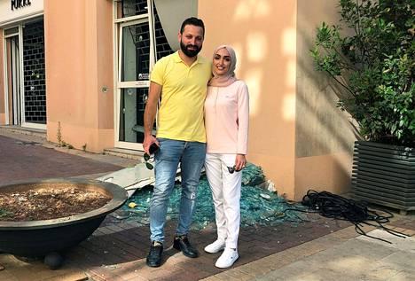 Morsian Israa Seblai ja hänen aviomiehensä Ahmad Subeih kuvassa samassa paikassa, missä heidän hääkuviansa otettiin tiistaina.