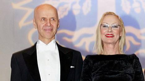 Jouko Turkka ja Marjatta Tapiola Suomen Kulttuurirahaston palkintojenjakotilaisuudessa vuonna 2004.