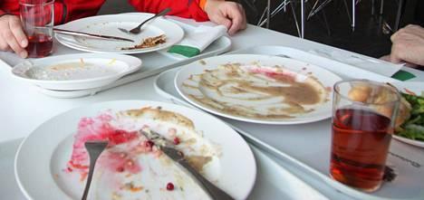 Suomessa Rachael oppi kultaisen sääntömme: ota lautaselle vain sen verran kuin jaksat syödä.