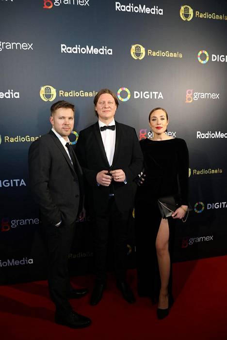 Juha Perälän, Jaajo Linnonmaan ja Anni Hautalan juontama Aamulypsy on valittu useita kertoja vuoden radio-ohjelmaksi.