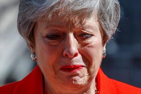 Britannian entinen pääministeri Theresa May kyynelehti jättäessään erohakemuksensa viime toukokuussa.