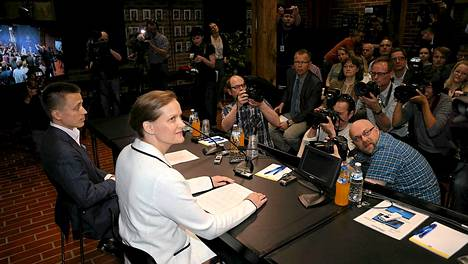 Atte ja Leila Kalevat kertoivat lehdistölle, että sieppaus ja vankeusaika olivat heille raskaita kokemuksia.
