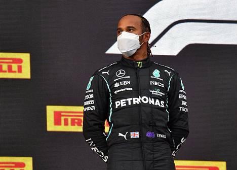 Lewis Hamilton nousi toiseksi virheensä jälkeenkin.
