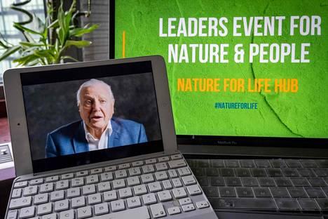 """Sitoumuksen julkistamistilaisuudessa oli """"läsnä"""" myös luontodokumenttien legendaarinen juontaja ja luonnonsuojelija David Attenborough."""