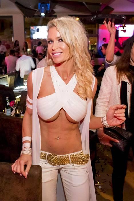 Playboy-lehden alastonkuvista julkkikseksi ponnahtanut Ramona Bernhard sanoo lopettaneensa mallintyöt ja keskittyvän nyt täysillä politiikkaan.