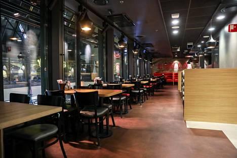 Koronavirus oli tiistaina tyhjentänyt suuren osan Helsingin ravintoloista.