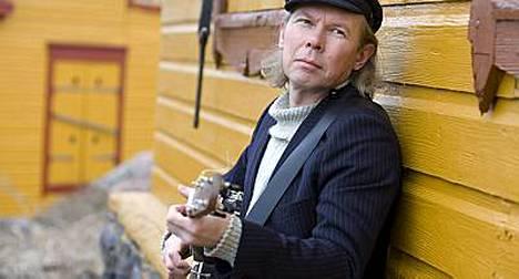 Muusikko J. Karjalaisen keikkamatka Yhdysvaltoihin sai järkyttävän käänteen Minneapolisissa.