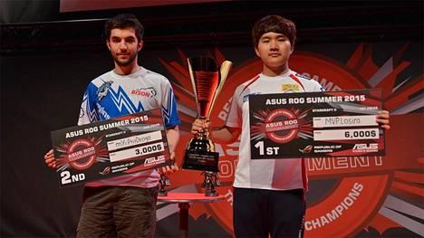 "StarCraft 2 -turnauksen finalistit Théo ""PtitDrogo"" Freydière ja Hwang ""Losira"" Kang Ho"