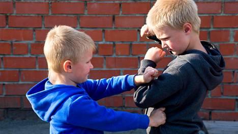 Viha kuuluu olennaisesti myös lapsuuteen, mutta rajansa silläkin.