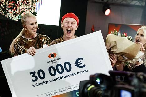 Big Brother 2019 -ohjelman voittaja Kristian tuuletti villisti.