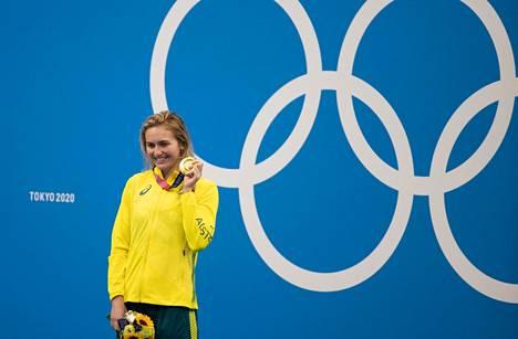 Ariarne Titmus pääsi juhlimaan olympiakultaa.