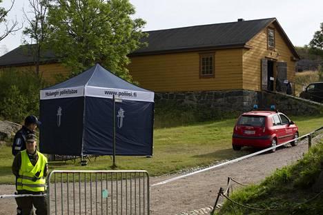 Kulku Kustaanmiekkaan Suomenlinnassa suljettiin.