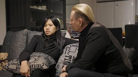 Aviopari Dane McConnell-Järvinen ja Tani Järvinen eivät ole olleet tyytyväisiä Tuontirakkautta-sarjan nimeen.