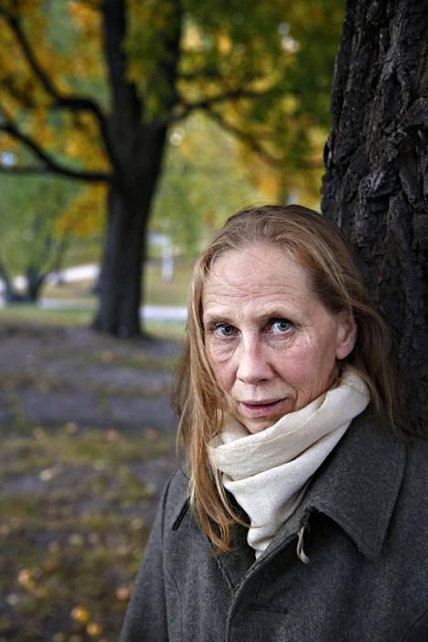 – Kaikille ikäisilleni työnhakijoille ehdotetaan hoiva-alaa, Kati Outinen väittää.