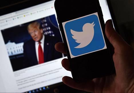 Twitter-viestipalvelu ja presidentti Donald Trump ovat napit vastakkain Trumpin viesteistä.