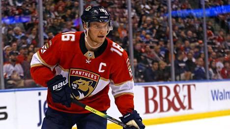 Aleksander Barkov on suomalaisten kärkinimi NHL:n parhaiden sentterien listalla.
