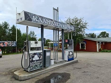 Suomessa polttoaineen hinnasta valtaosan määrittävät kuitenkin verot. Nykyisin bensiinistä maksetaan valmisteveroa 75,96 senttiä litralta.