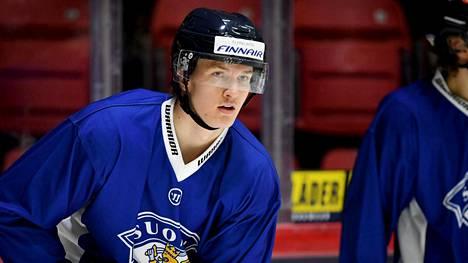 Suomen kapteeni on Anton Lundell.