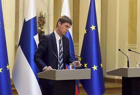 Vladimir Putinille ja Sauli Niinistölle kaadettiin vettä lasiin samasta pullosta, mutta Putinin lasi vaihdettiin turvallisuussyistä.