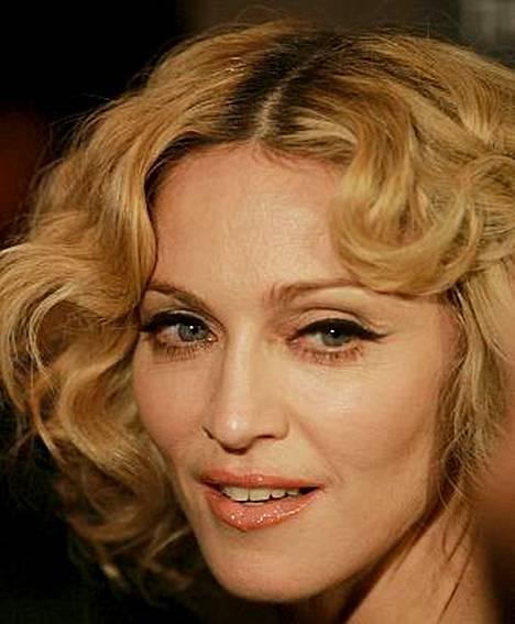 Madonna seuraa aviomiehensä Guy Ritchien jalanjälkiä ja ryhtyi ohjaajaksi.