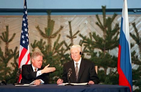Clinton kieltäytyi Helsingissä Jeltsinin ehdottamasta suullisesta herrasmiessopimuksesta.