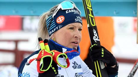 Riitta-Liisa Roponen hiihti vahvan osuuden SM-viestissä Ristijärvellä.