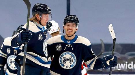 Patrik Laine (vas.) yrittää tällä kaudella palata NHL:n eliittipelaajien joukkoon.