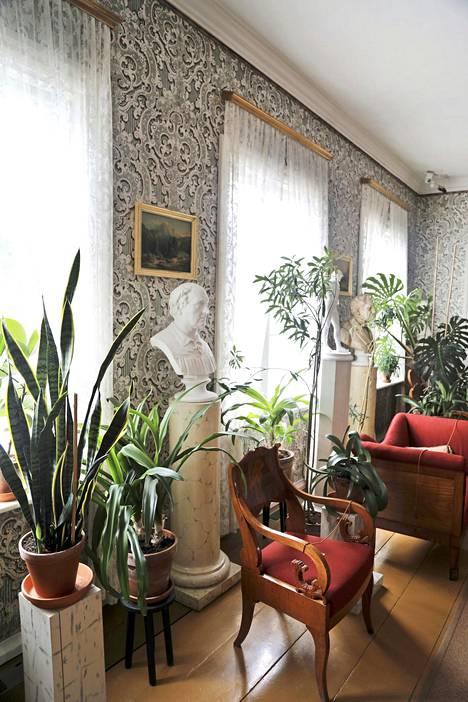 Runebergin kotimuseo esittelee 1800-luvun vaurasta kotia ja kansallisrunoilijan elämää.