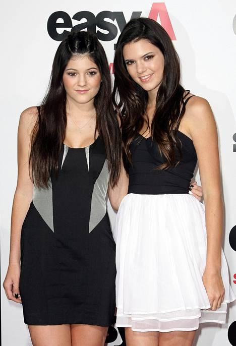 Kylie ja Kendall kuvattuna vuonna 2010.