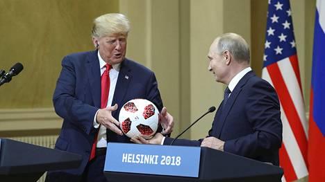 Yhdysvaltain presidentti Donald Trump (vas.) ja Venäjän presidentti Vladimir Putin tapasivat Helsingissä viime heinäkuussa.