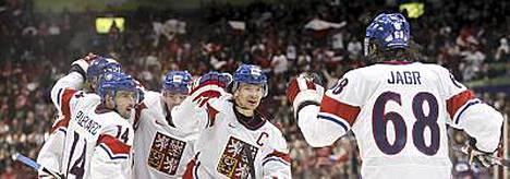 Jagr oli Tshekin tehomies, kun pikkuveli Slovakia kaatui olympia-avauksessa.